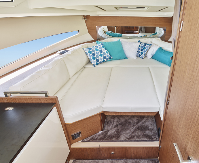 Jeanneau Leader 30 Interior