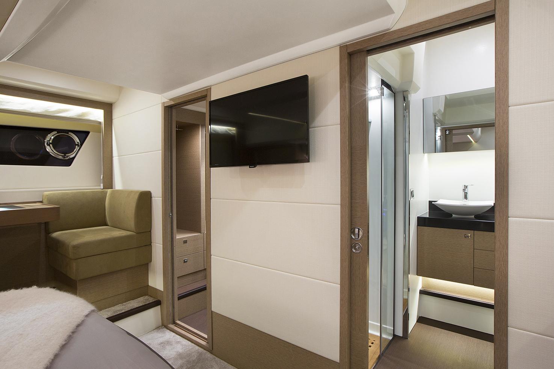 Prestige 560S Interior