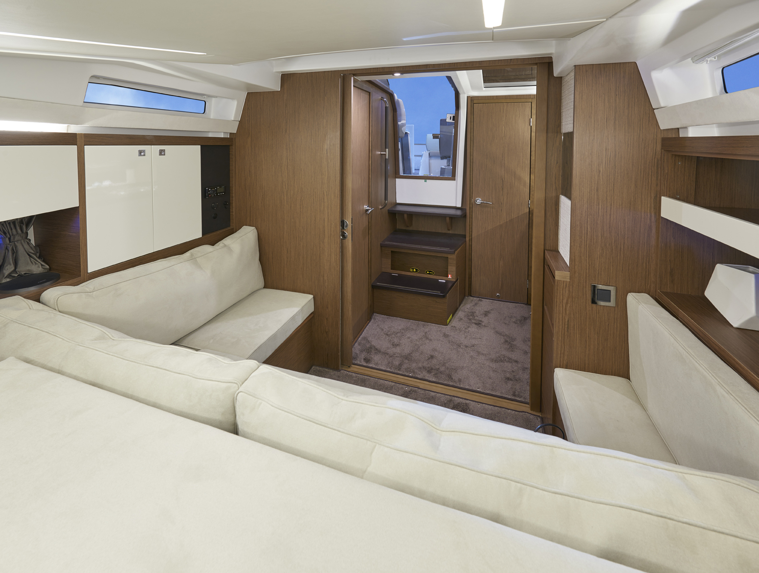 Jeanneau Leader 33 Interior