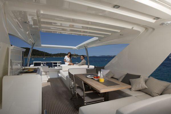 Prestige Yacht 750 Flybridge