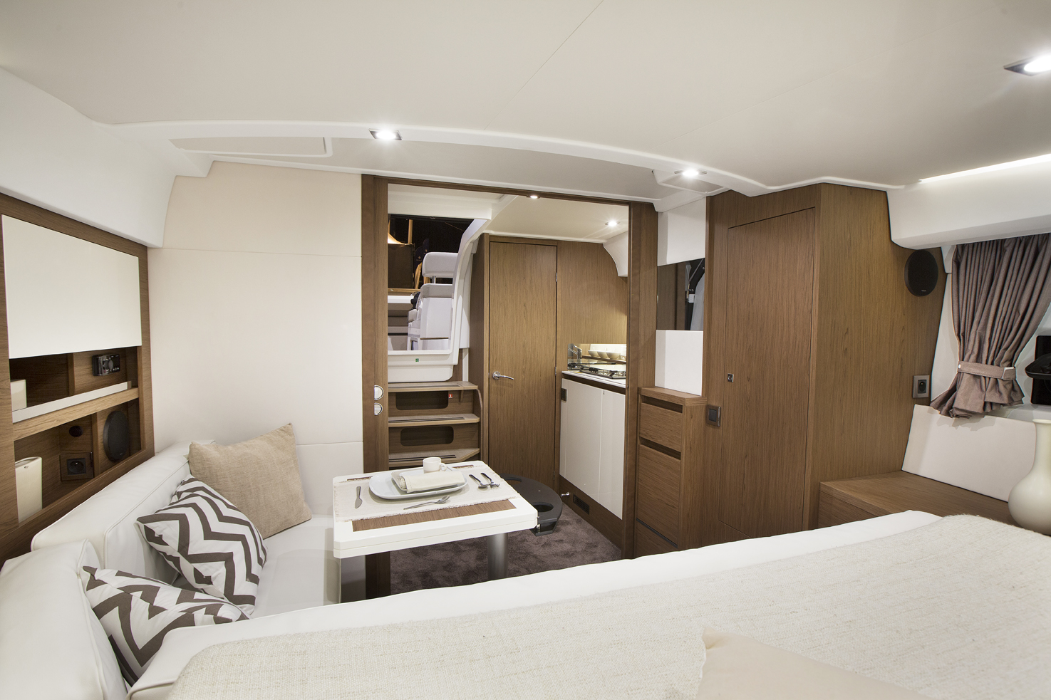 Jeanneau Leader 36 Interior