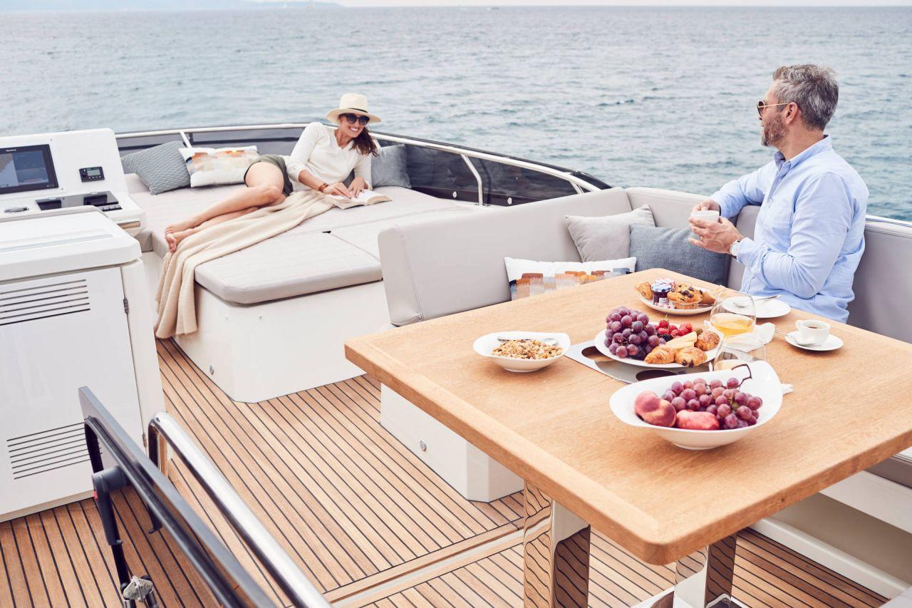 Prestige Flybridge Line 520 Yacht Boot 2
