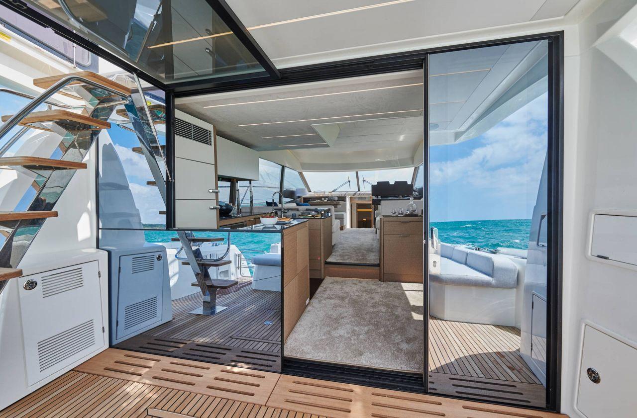Prestige Yacht Boot 590 Flybridge 14